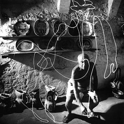 Pablo Picasso y uno de los primeros Light graffiti.