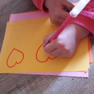 dessin joli coeur bricolage enfant maternelle primaire cadeau fete des mere grand mere