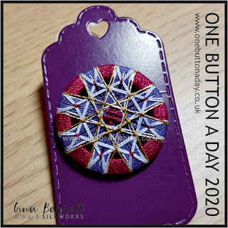 One Button a Day 2020 by Gina Barrett - Day 8 : Kleine Lebensblume