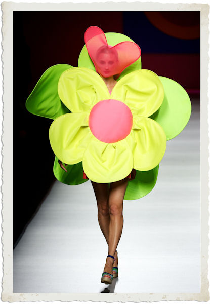 abito fiore di Agatha Ruiz De La Prada