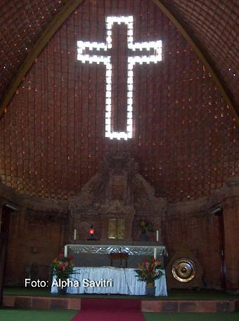 gereja kuno puhsarang