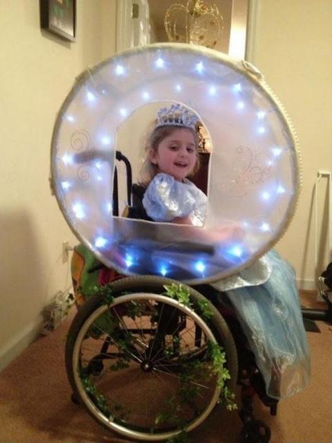 disfraz de cenicienta en carroza para silla de ruedas