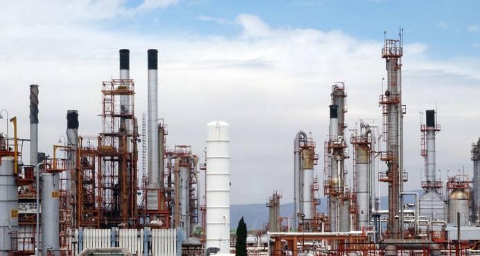 """Irán y Venezuela son los """"principales desafíos"""" para el precio del crudo, según la AIE"""