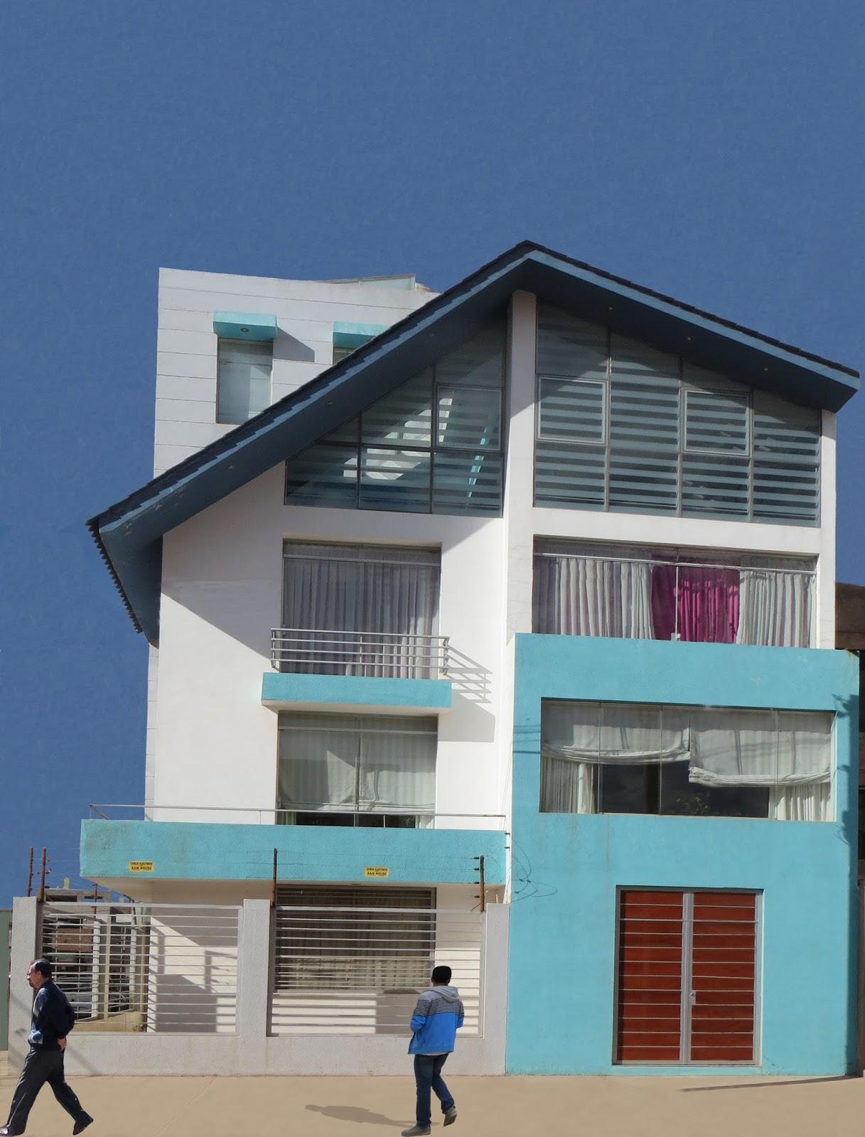 Fachadas y casas fachada de casa minimalista de cuatro pisos for Pisos para casas minimalistas