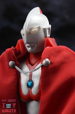 S.H. Figuarts Brothers' Mantle 01