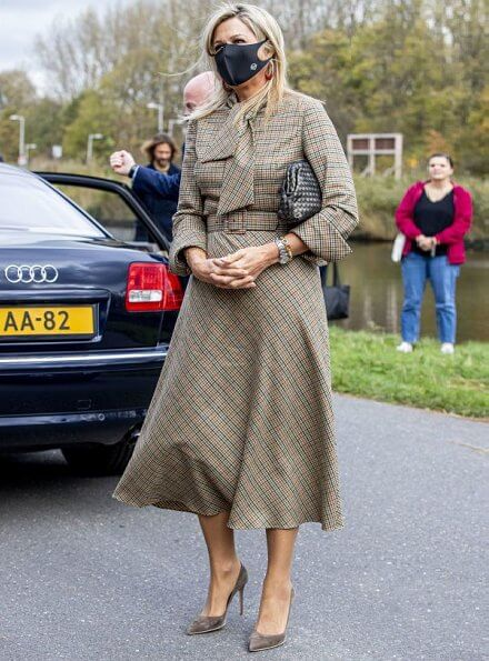 Queen Maxima visited the Krijtmolen d'Admiraal (chalk mill) and BovenIJ Hospital in Amsterdam-Noord. Queen wore a checked dress by Natan