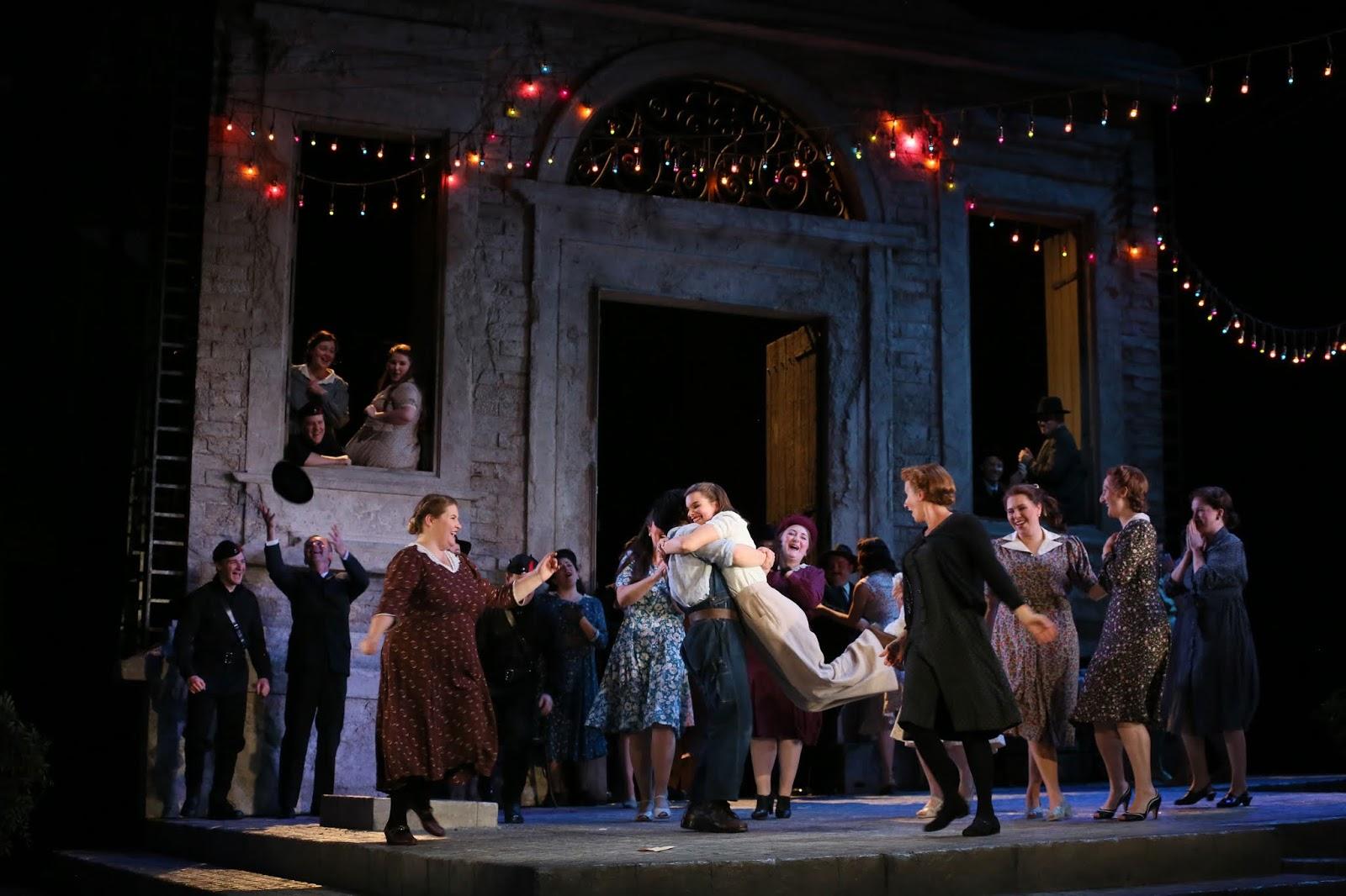 Adina (Benedetta Torre), Nemorino (Sehoon Moon) and Glyndebourne Chorus.