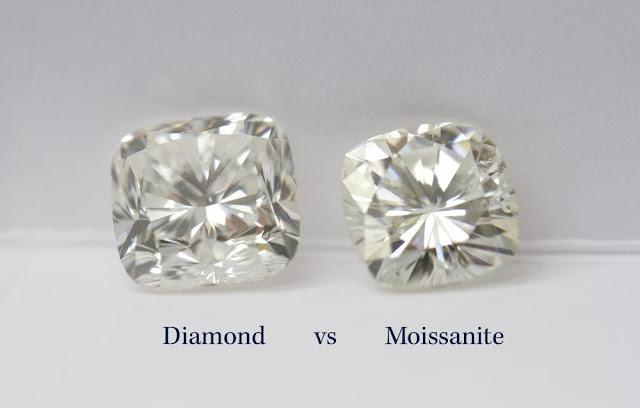 nhìn bằng mắt thường và vẻ ngoài sẽ khó phân biệt được đâu là Moissanite đâu là kim cương