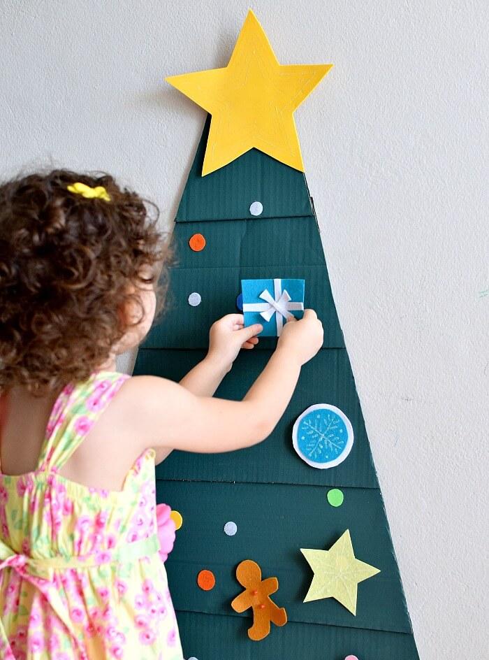 Arbol de navidad para niños elaborado en poco tiempo y con materiales económicos y que tenemos en casa