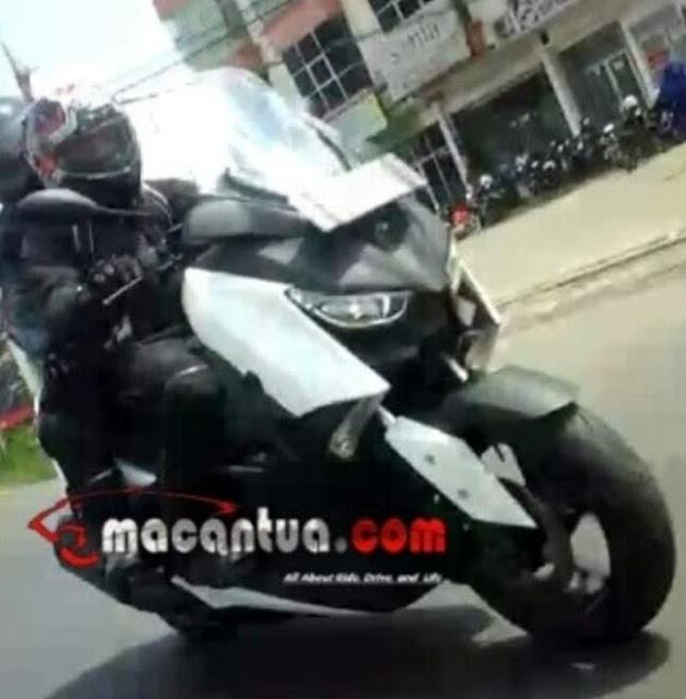 Yamaha-XMAX-250-depan