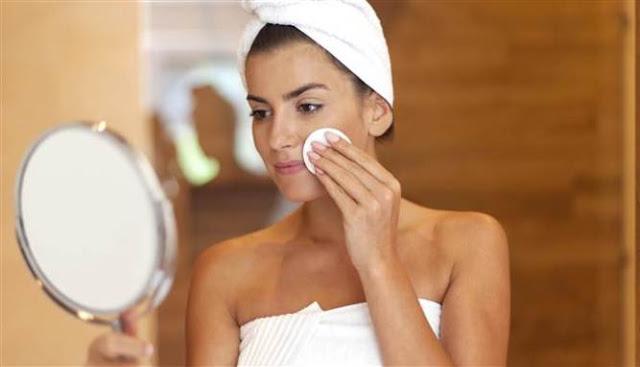 Malas Membersihkan Make Up di Wajah, Ini Akibatnya!