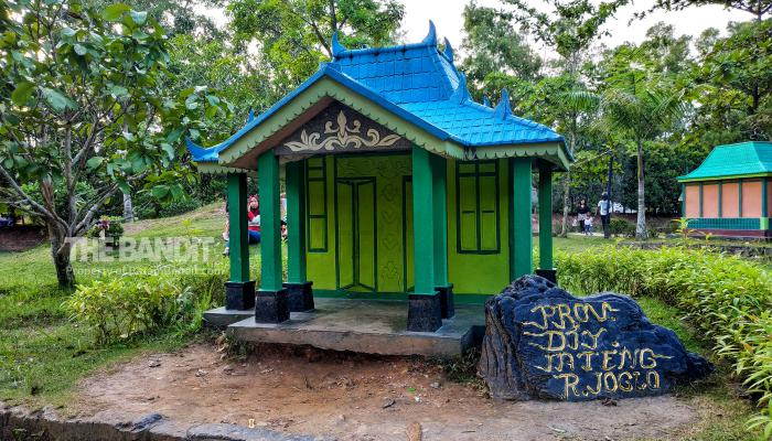 Rumah-Adat-Batam-Miniature-House-Indonesia