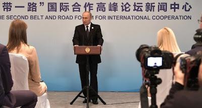 """Путин заявил, что прекращение транзита прекратит и """"реверс"""" газа в Украину"""