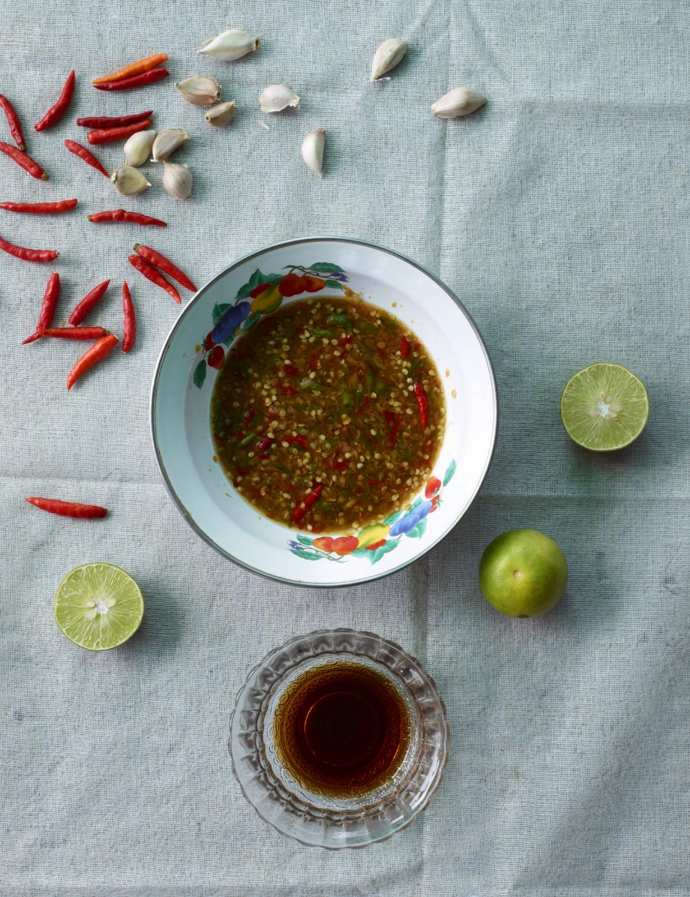 Pastes and Sauces: Very Spicy Thai Dipping Sauce. Photography: Jean-Pierre Gabriel für Schnell und Einfach: Thailändische Küche | Arthurs Tochter kocht. von Astrid Paul