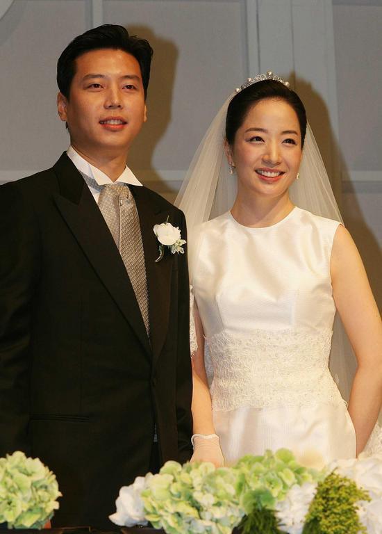 Chung Dae Sung và vợ trong ngày kết hôn.