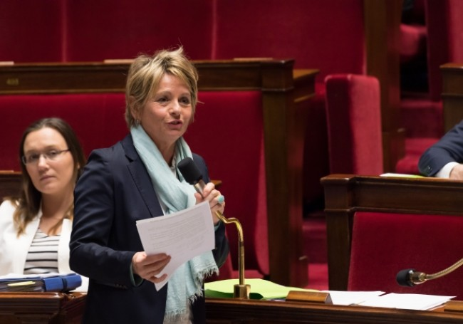 VIDÉO :  Une députée quitte l'Assemblée nationale à cause d'une femme voilée