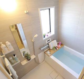 Desain kamar mandi minimalis bathtub dan kloset yang terpisah  Ide kamar mandi dengan bathub di dalam