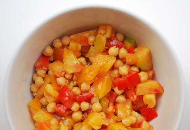 Salade de tomates et pois chiches au cumin