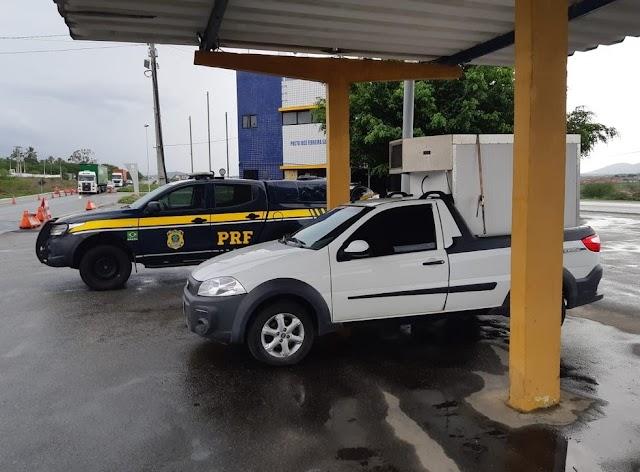 PRF apreende caminhonete roubada em São Paulo na BR-232, em São Caetano