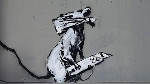 Elloptak egy Banksy-graffitit a párizsi Pompidou Központ közeléből