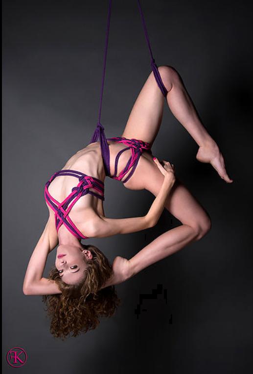 Moda erótica con cuerdas