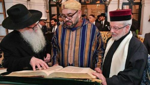"""Visite du Roi Mohammed VI de l'espace judéo-marocain """"Bayt Dakira"""" dans la ville d'Essaouira…"""