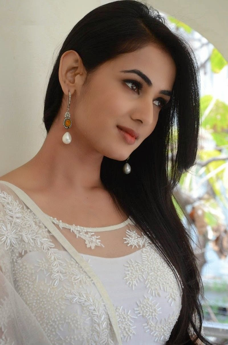 Sonal Chauhan HD Wallpapers Free Download ~ Bollywood HD ...