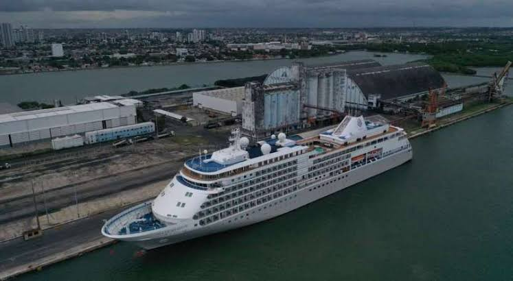 Navio com mais de 600 passageiros está em quarentena no Recife após passageiro apresentar sintomas do Covid-19