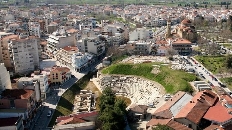 Κανονικά προχωράει η διαδικασία απαλλοτριώσεων μπροστά από το Αρχαίο Θέατρο Λάρισας