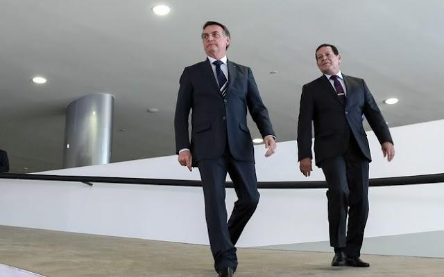 Bolsonaro deve disputar reeleição com outro vice