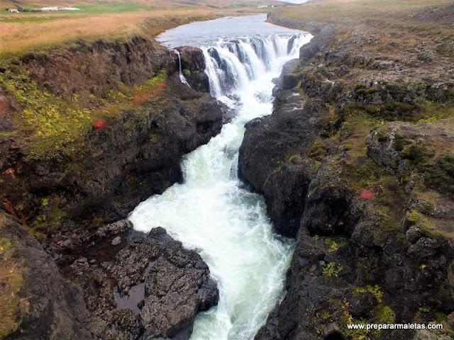 visitar cascadas poco conocidas de Islandia