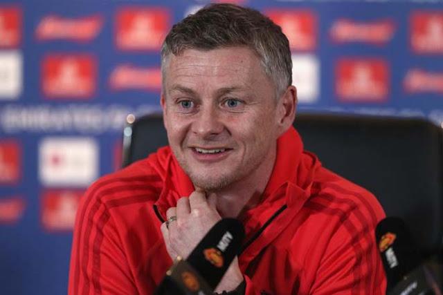 Đại chiến MU - Tottenham: Solskjaer lớn tiếng đe dọa, Mourinho cười trừ