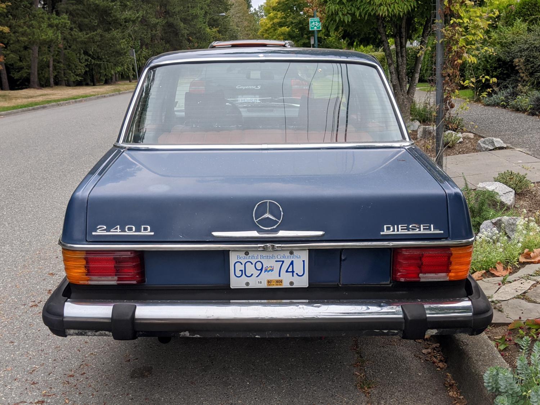 1975 Mercedes Benz 240D 05