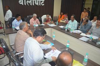 कमिश्नर श्री बहुगुणा ने ली अधिकारियों की  बैठक