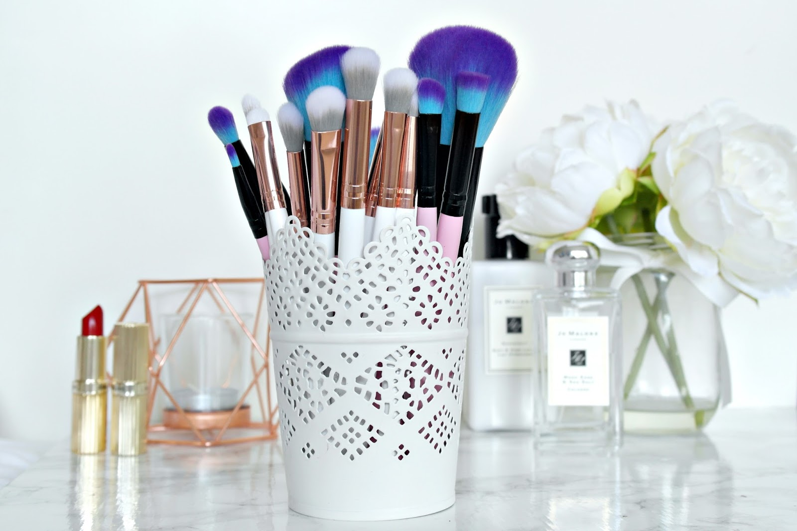 Spectrum makeup brushes, essential kit, marbleous kit, pink, white