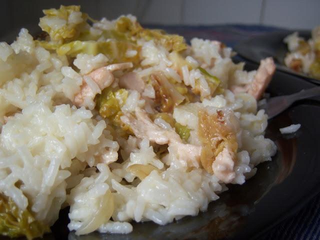 Foto de una receta de arroz con pollo y repollo