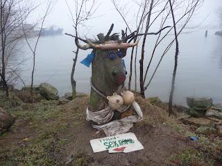 Белгород-Днестровский. Одесская обл. Шуточная экспозиция на берегу лимана