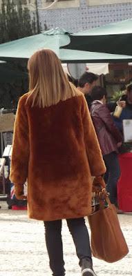 mulher com roupa de Inverno