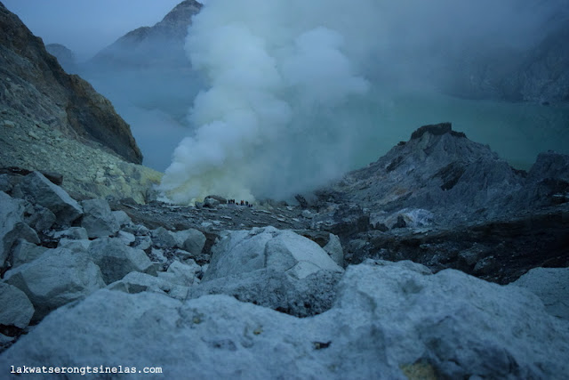GUIDE TO THE ELECTRIC BLUE FLAMES OF KAWAH IJEN