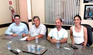 Prefeito assina convênios para obras em avenidas de Cajati