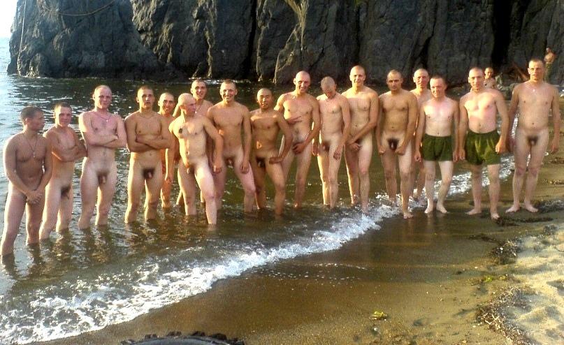 Голые купающиеся парни