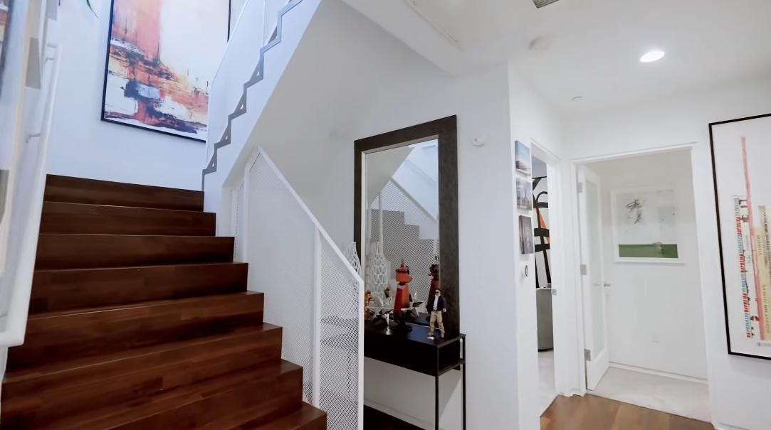 18 Interior Design Photos vs. Tour 825 N Kings Rd #8, West Hollywood CA