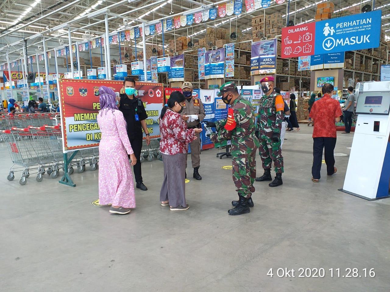 Satgas terpadu percepatan Penanganan Covid-19 Kota Bandar Lampung melaksanakan penegakan disiplin protokol kesehatan di Indogrosir
