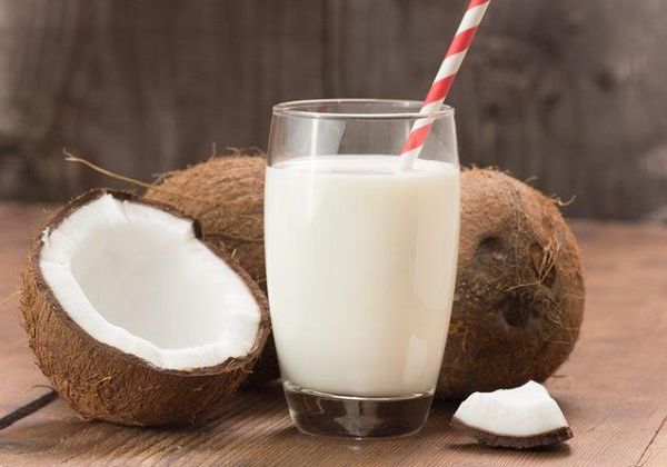 What are the benefits of coconut milk for the body?