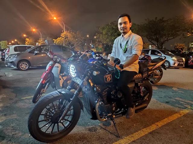 Motor cafe racer dengan plate Putrajaya