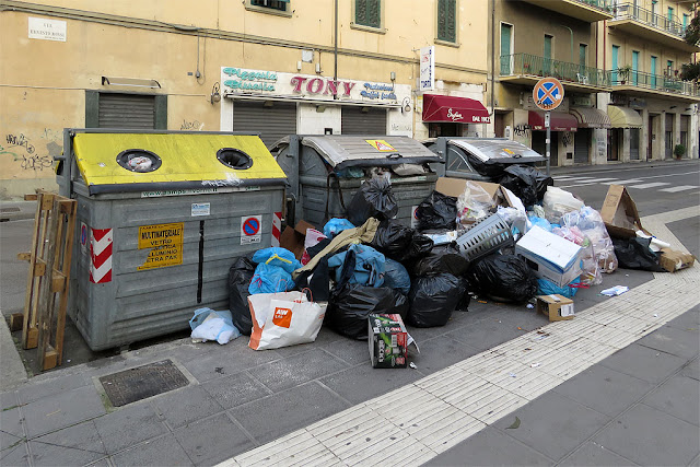 Garbage piling up outside the dumpsters, Via Ernesto Rossi, Livorno