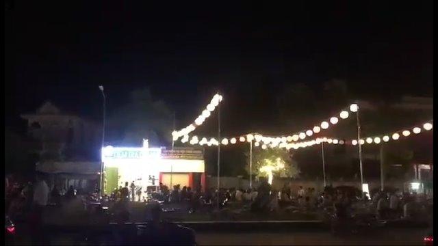 """Nghệ An: Chính quyền """"bật đèn"""" cho buôn bán, kinh doanh trên đất công viên?"""