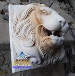 patung air mancur kepala macan dibuat dari batu alam atau batu putih asal gunungkidul