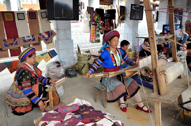 Lung Tam brocade weaving village 4