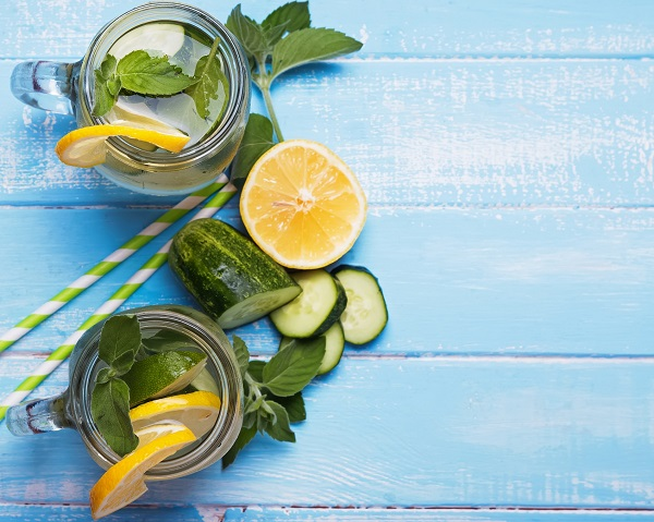 The benefits of water flavored with fruits and vegetables 3 recipes featured